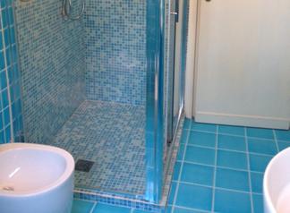 Arredo bagno mosaico boiserie in ceramica per bagno - Piastrelle bagno mosaico prezzi ...
